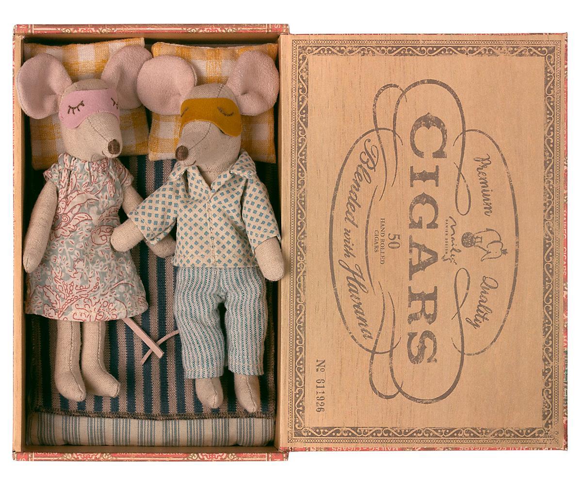 Maileg Mor og far mus i cigaræske, 17 cm