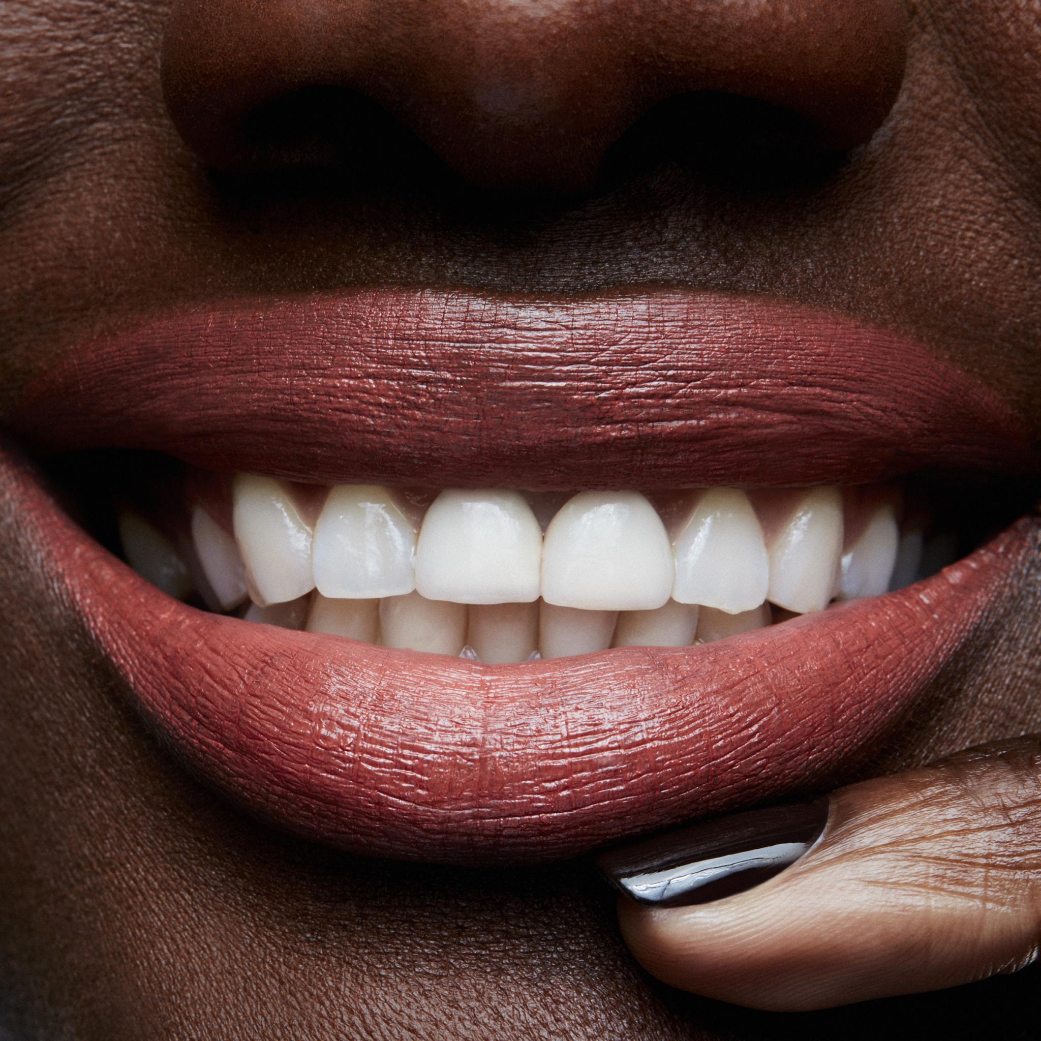 MAC Lipstick, mocha