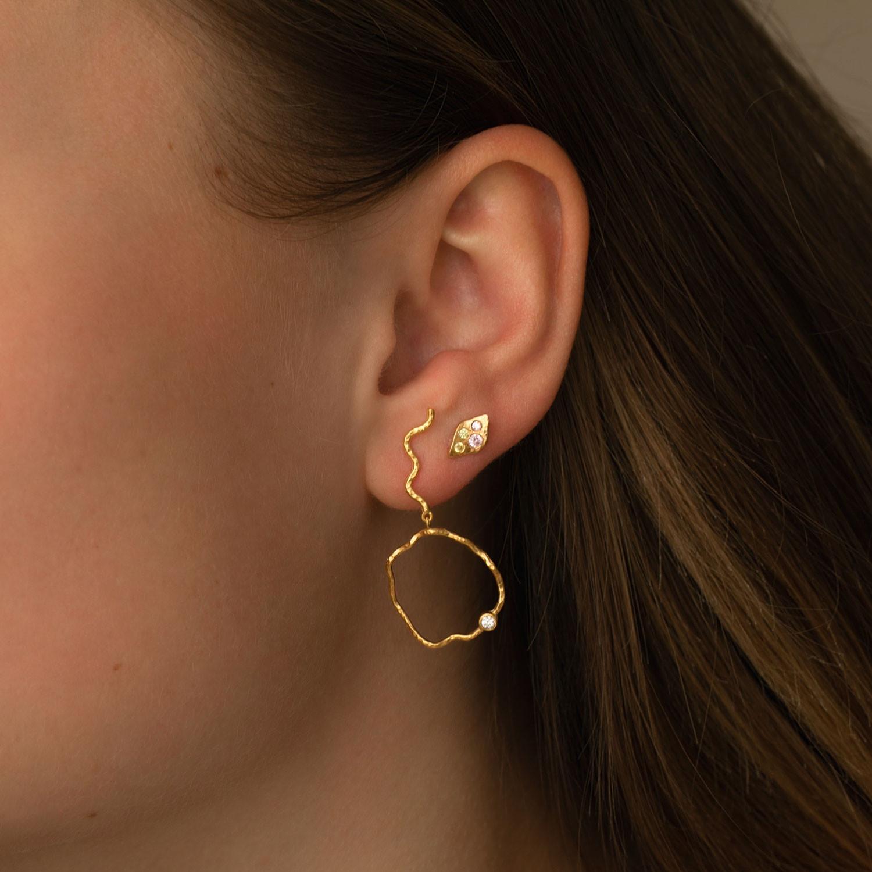 Stine A Wavy Circle Left ørering, guld