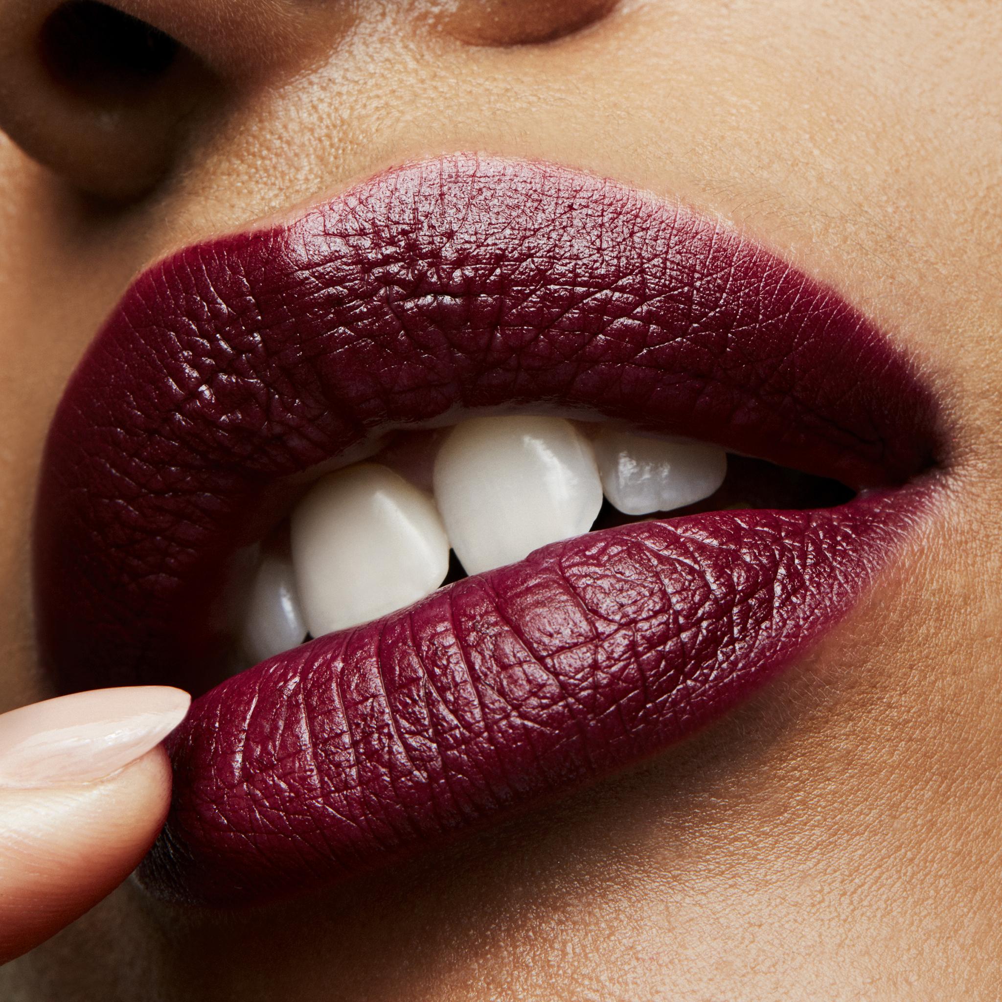 MAC Lipstick, media