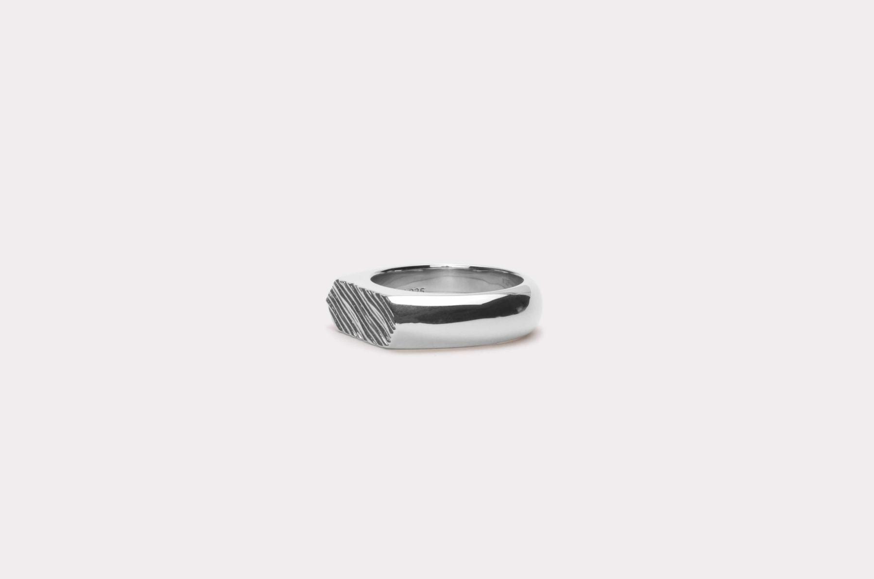 Frederik IX Studios Hexagon brushed ring, Silver, 56